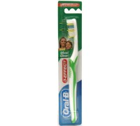 Зубная щетка Oral-B 3-Effect Maxi Clean/Vision 40 Средняя